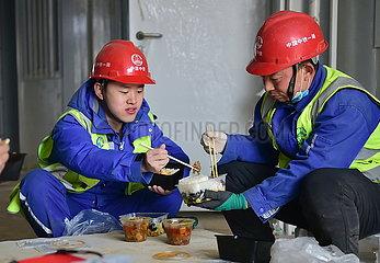 CHINA-HEBEI-SHIJIAZHUANG-COVID-19-CONSTRUCTION-FATHER-SON(CN)