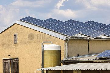 Solaranlage auf dem Bauernhof  Wittichenau  Sachsen  Deutschland