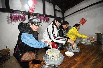 CHINA-ZHEJIANG-MAOTANG Altes Dorf-NEW YEAR-FOLK ZOLL (CN) CHINA-ZHEJIANG-MAOTANG Altes Dorf-NEW YEAR-FOLK ZOLL (CN)