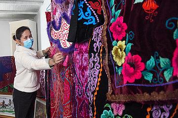 CHINA-XINJIANG-Jimsar-KAZAKH Stickerei (CN)