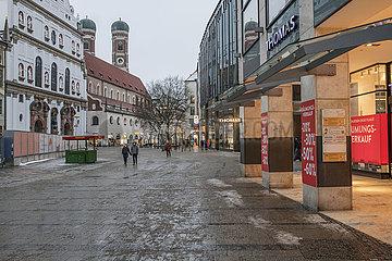leere Kaufinger Strasse  Fussgaengerzone  Muenchen  Januar 2021