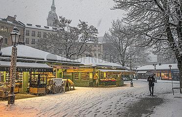 Viktualienmarkt  Schneefall  Muenchen  25.01.2021