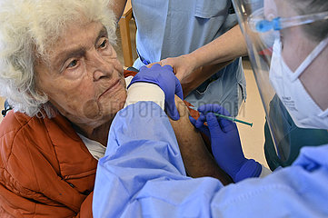 Deutschland  Nordrhein-Westfalen  Essen-Coronaschutzimpfung in einem Pflegeheim