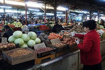 Kutaissi  Georgien  Gemueseverkauf auf einem Wochenmarkt