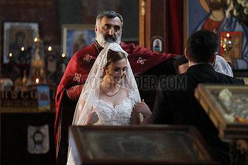 Kutaissi  Georgien  Braut vor der kirchlichen Trauung