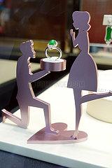 Hong Kong  China  Ring im Schaufenster eines Juweliers