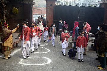 PAKISTAN-LAHORE-COVID-19-SCHOOL-REOPEN