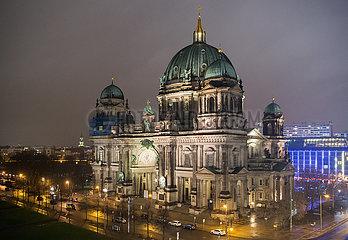 Berlin  Deutschland - Der Berliner Dom bei Nacht