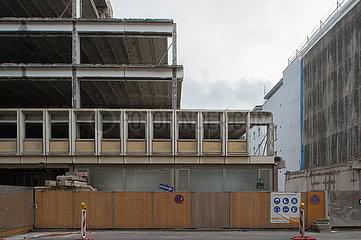 Berlin  Deutschland - Abriss eines DDR-Verwaltungsgbaeudes von 1973 in Berlin-Mitte
