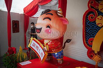 Singapur  Republik Singapur  Dekoration zum Chinesischen Neujahr am Buddha Tooth Relic Temple in Chinatown
