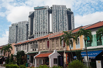 Singapur  Republik Singapur  Traditionelle Shophouses und der Wohnkomplex Pinnacle at Duxton
