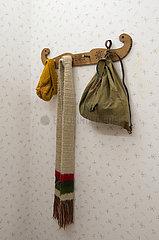 Berlin  Deutschland - Historische Garderobe mit Muetze  Schal und Rucksack