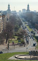 Berlin  Deutschland - Die Karl-Marx-Allee von Strausberger Platz bis Frankfurter Tor