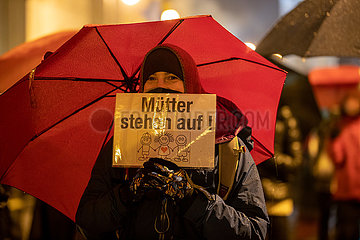 Hunderte bei Demo gegen die Corona Maßnahmen in München