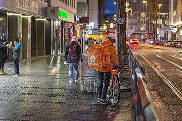Lieferando-Fahrer  Bayerstrasse  Muenchen  Februar 2021