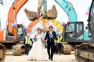 CHINA-ANHUI-HEFEI-SPRING FESTIVAL-CONSRTICTION SITE-SPECIAL WEDDING (CN)
