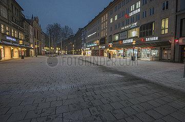 leere Fussgaengerzone  Neuhauser Strasse  Muenchen  Februar 2021