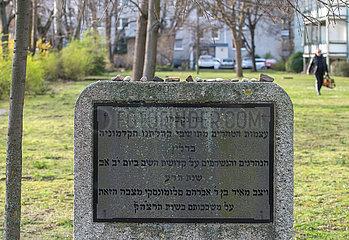 Berlin  Deutschland - Gedenkstein zur Erinnerung an die Judenverbrennungen von 1510 in der Mollstrasse 11