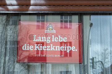 Berlin  Deutschland - Werbung fuer die Kiezkneipe