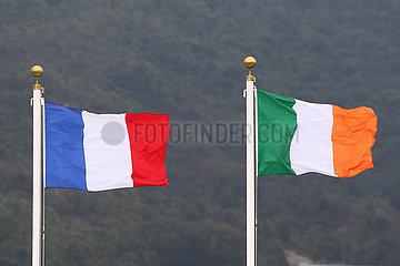 Hong Kong  China  Nationalfahnen von Frankreich und der Republik Irland