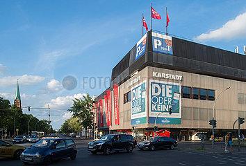 Berlin  Deutschland - Das Karstadt-Kaufhaus in der Berliner Muellerstrasse