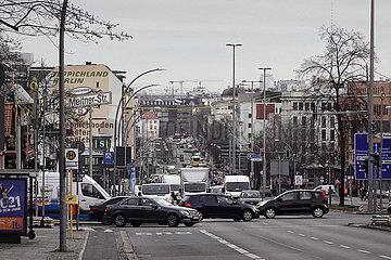 Berlin  Deutschland  Stadtansicht: Spandauer Damm mit Blick in Richtung S-Bahnhof Westend