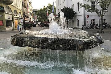 Baden-Baden  Deutschland  Springbrunnen in der Innenstadt