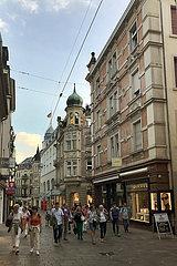 Baden-Baden  Deutschland  Menschen in der Innenstadt