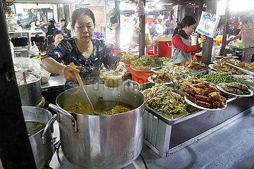 KAMBODSCHA-PHNOM PENH-STREET FOOD