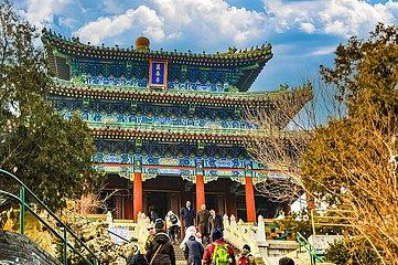 Peking - Wanchun Ting Pavillon im Jingshan-Park   Beijing - Wanchun Ting Pavilion in Jingshan Park