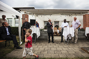 """Martin Schulz besucht gemeinsam mit Karamba Diaby  MdB  den Kleingärtnerverein """"Am Pfarrberg e.V."""""""