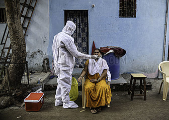 INDIEN-MUMBAI-Dharavi-TESTS