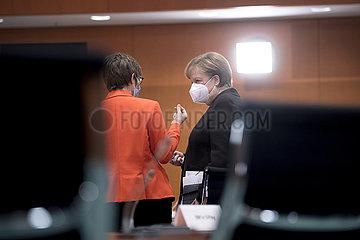 Kramp-Karrenbauer  Merkel  Kabinett
