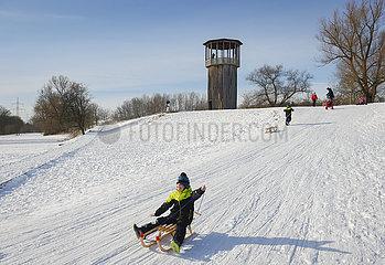 Emscherkunst im Schnee  Kawamata-Turm  Recklinghausen  Ruhrgebiet  Nordrhein-Westfalen  Deutschland