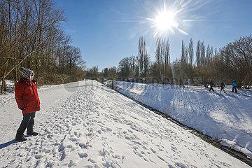 Winterlandschaft  renaturierter Hofsteder Bach  Bochum  Ruhrgebiet  Nordrhein-Westfalen  Deutschland