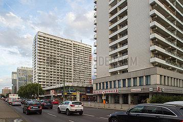 Berlin  Deutschland - Plattenbauten in der Leipziger Strasse in Berlin-Mitte