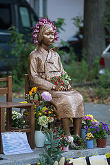 Berlin  Deutschland - Trostfrauen-Denkmal in der Bremer Strasse in Berln-Moabit