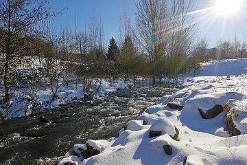 Winterlandschaft  Emscher  Dortmund  Ruhrgebiet  Nordrhein-Westfalen  Deutschland