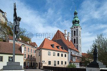 Cesky Krumlov  Tschechische Republik - Baderbruecke und Kirche St. Jobst in der Altstadt