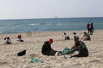 ISRAEL-ASHDOD-BEACH-TAR POLLUTION