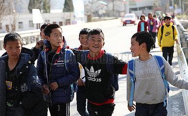 CHINA-SICHUAN-Liangshan-BOY-BESSER LEBEN (CN)