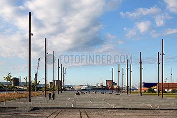 Grossbritannien  Nordirland  Belfast - Titanic Quarter: Die Masten des Titanic Slipway markieren den Stapellauf des beruehmte Schiffes von 1911