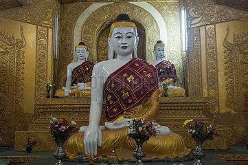 Mawlamyine  Myanmar  Gruppe von Buddha-Figuren an der Kyaikthanlan-Pagode