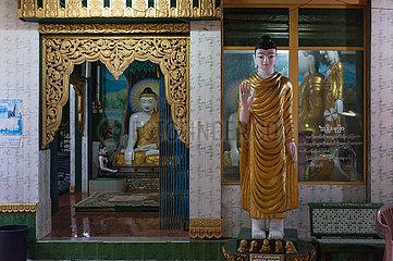 Mawlamyine  Myanmar  Buddha-Figuren an der Kyaikthanlan-Pagode