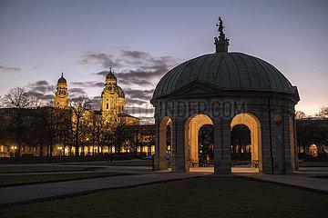 Muenchener Hofgarten  Abendlicht  27.02.2021