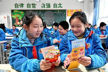 CHINA-SHAANXI-XI'AN-NEW SEMESTER-WISH CARDS (CN)