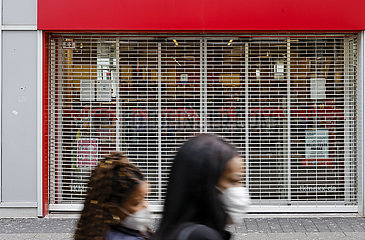 Lockdown  wenige Passanten in der Innenstadt  Krefeld  Nordrhein-Westfalen  Deutschland