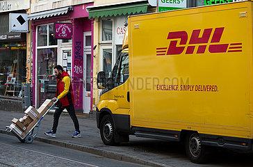 Deutschland  Bremen - Paketlieferung von DHL