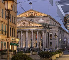 Nationaltheater im Abendlicht  Muenchen 01.03.2021