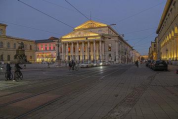 Nationaltheater und Maximilianstrasse im Abendlicht  Muenchen 01.03.2021